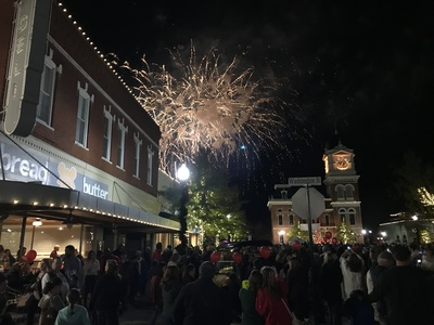 Covington downtown fireworks photocred selectnewton